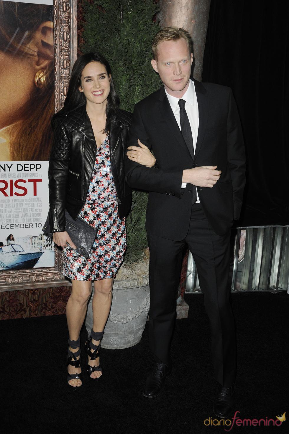 Jennifer Connelly y Paul Bettany en 'The Touris'