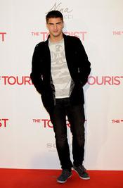 Maxi Iglesias en la premiere de 'The Tourist' en Madrid