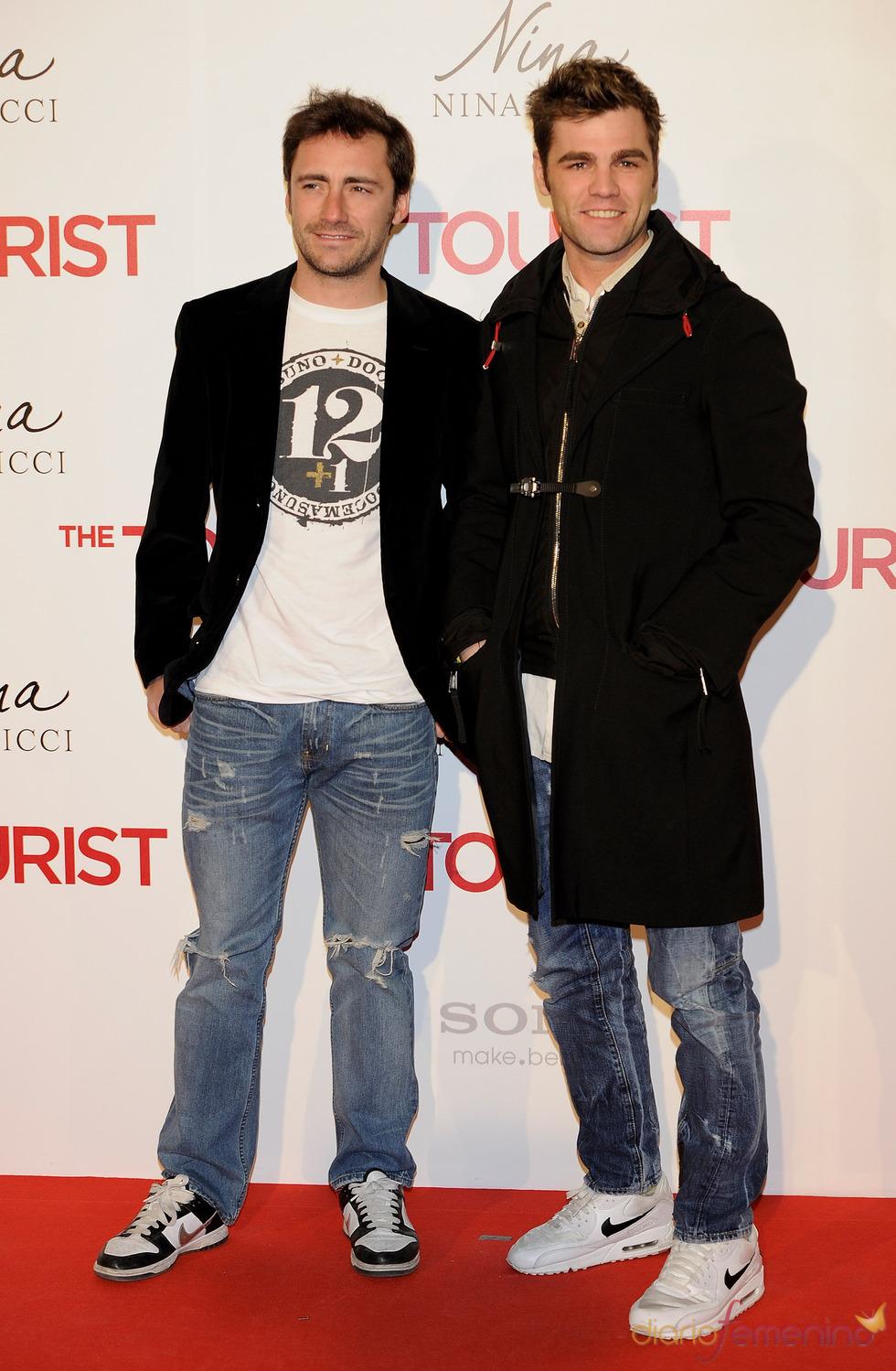 Gelete Nieto y Fonsi Nieto en la premiere de 'The Tourist' en Madrid