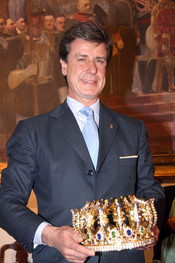 Cayetano Martínez de Urijo con su corona de 'Rey Gaspar'