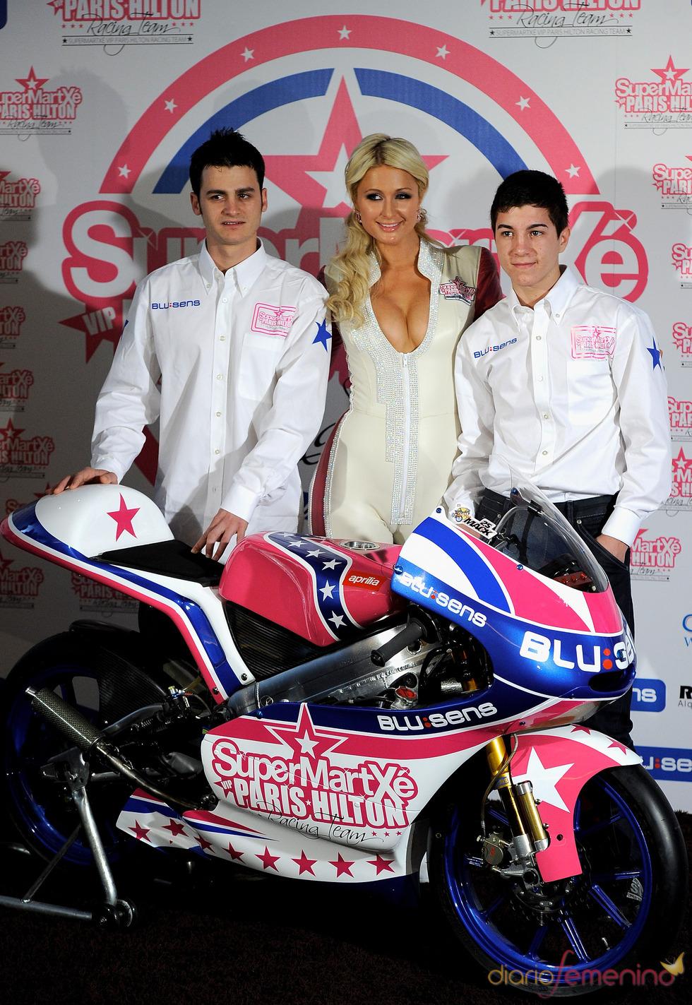 Paris Hilton con Sergio Gadea y Maverick Viñales