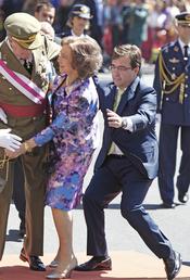La Reina Sofía tropezó el Día de las Fuerzas Armadas