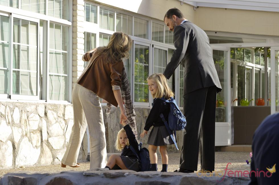 La Infanta Sofía tropezó en su primer día de colegio