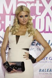 Paris Hilton, muy recatada para salir de fiesta por Madrid