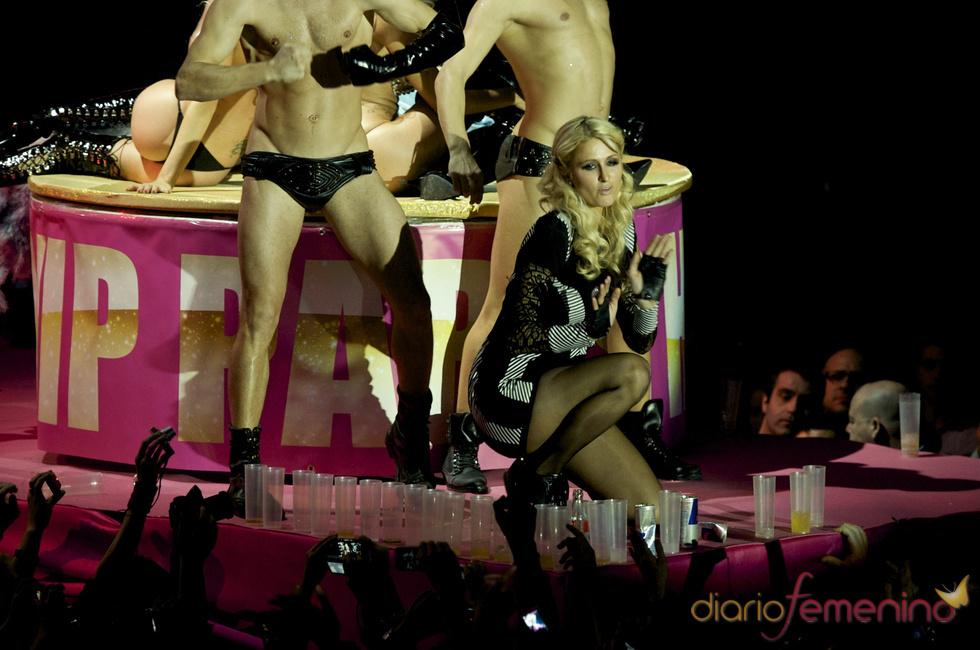 Paris Hilton se rinde a sus fans madrileños
