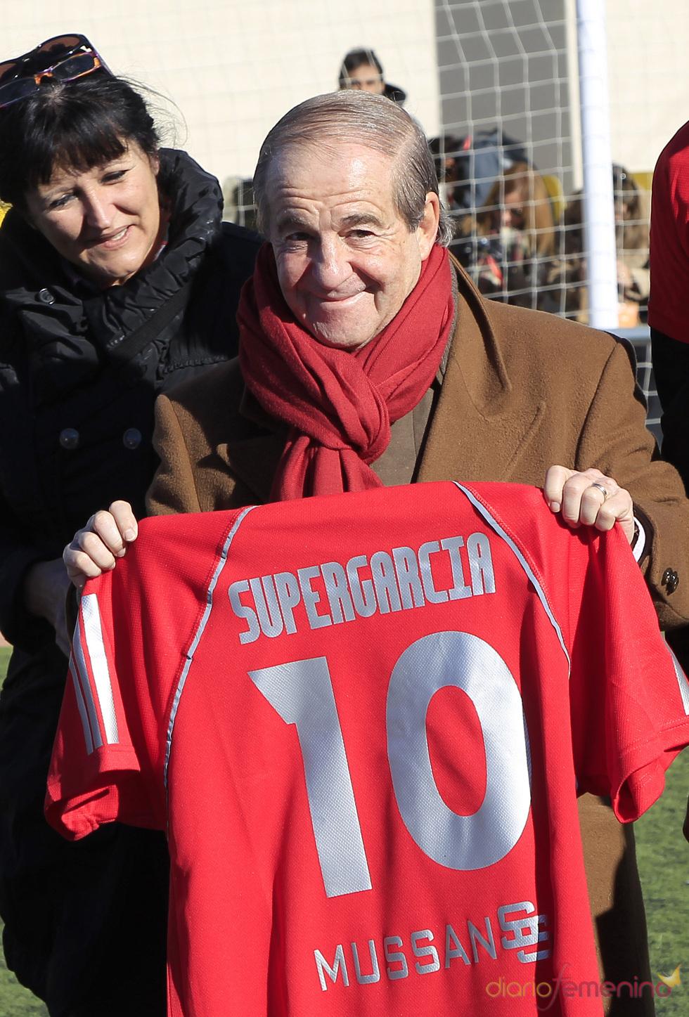 José María García no jugó pero recibió su correspondiente camiseta