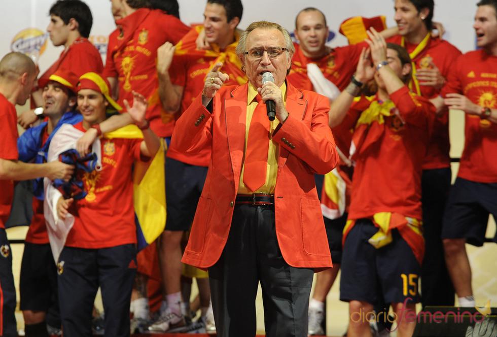 Manolo Escobar canta a la Selección Española