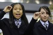 Las niñas de San Ildefonso cantan uno de los premios del sorteo de la Lotería de Navidad
