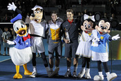 Rafa Nadal y Roger Federer posan con los personajes de Disney