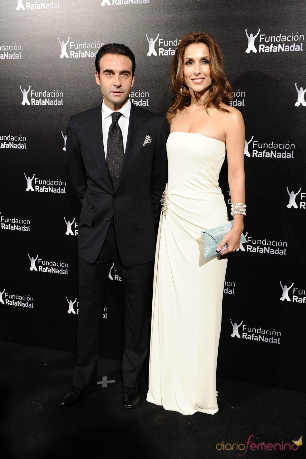 Enrique Ponce y Paloma Cuevas con la Fundación Rafa Nadal