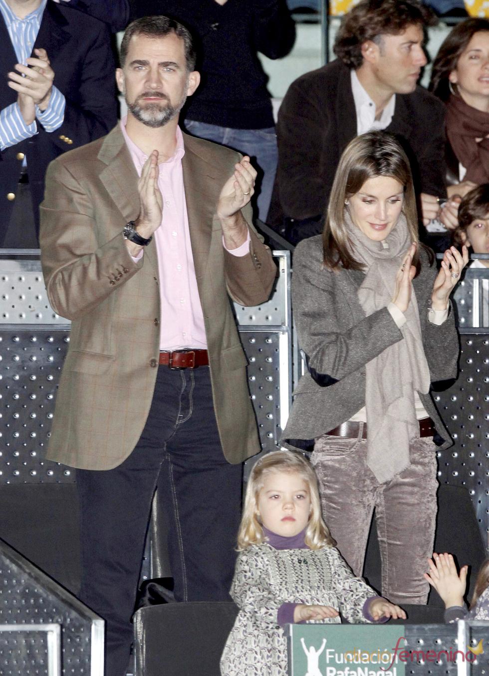 Los Príncipes de Asturias durante el partido benéfico de la Fundación Rafa Nadal