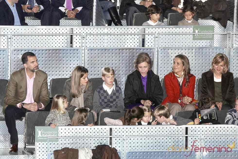 La Familia Real casi al completo en el partido de tenis por la Fundación Rafa Nadal