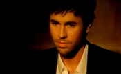 Enrique Iglesias y su carita de 'niño bueno'