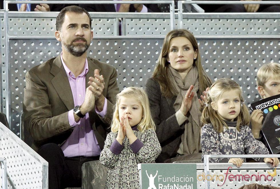 Los Príncipes de Asturias y las Infantas Leonor y Sofía en el partido de la Fundación Rafa Nadal