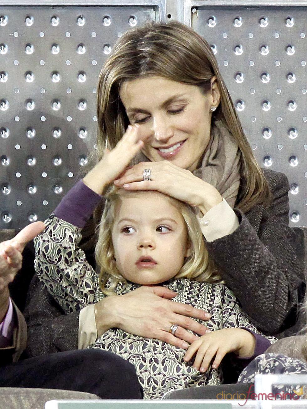 La Princesa de Asturias, muy cariñosa con la Infanta Sofía en el partido de la Fundación Rafa Nadal
