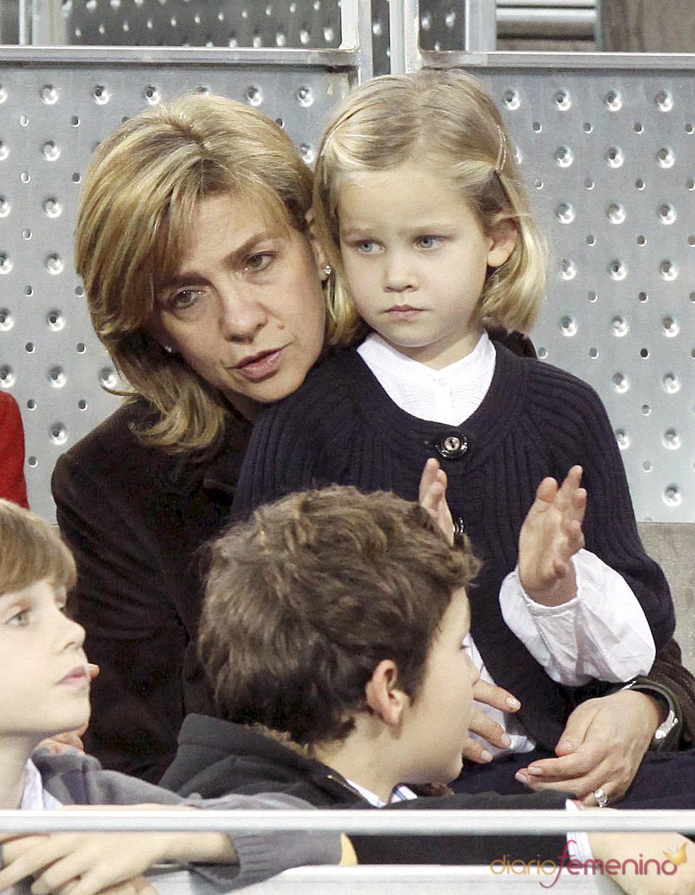 La Infanta Cristina con su hija Irene Urdangarín durante el partido de la Fundación Rafa Nadal