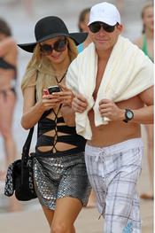Paris Hilton presume de novio en las playas de Hawai
