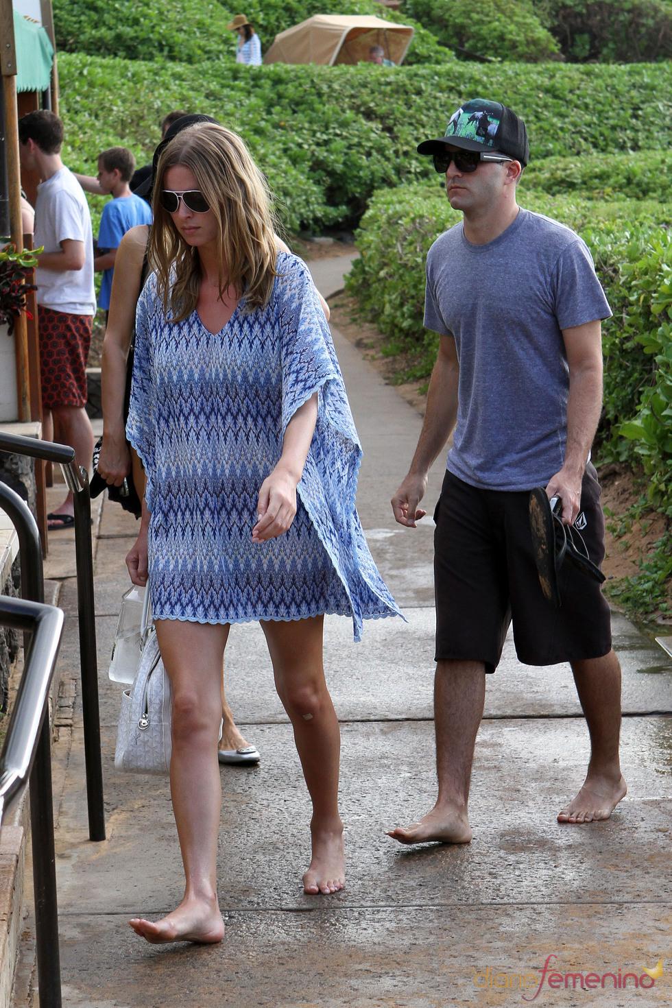 Nicky Hilton y su novio en las playas de Hawai