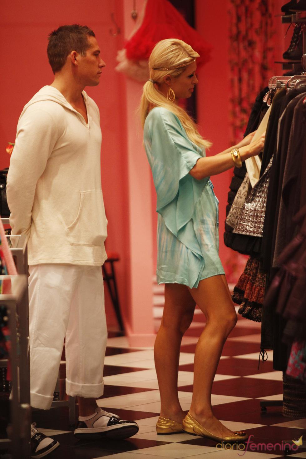Paris Hilton de compras por Hawai
