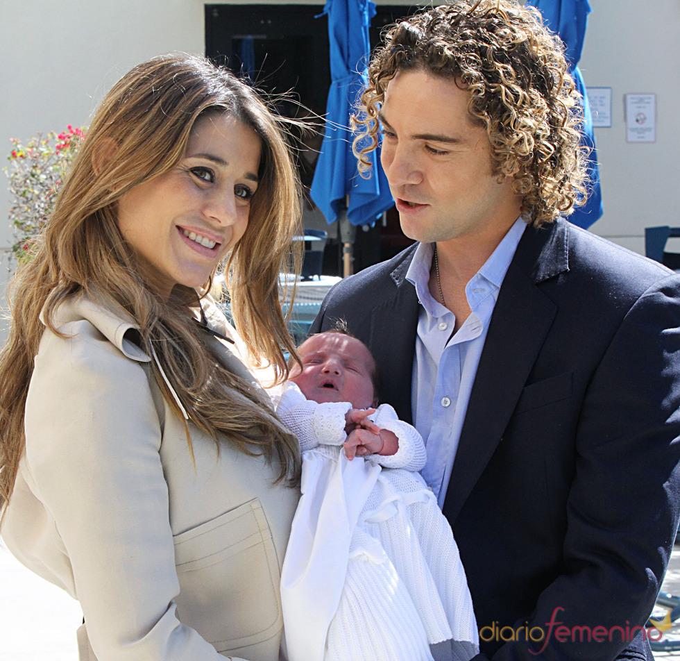 Elena Tablada y David Bisbal con su hija Ella