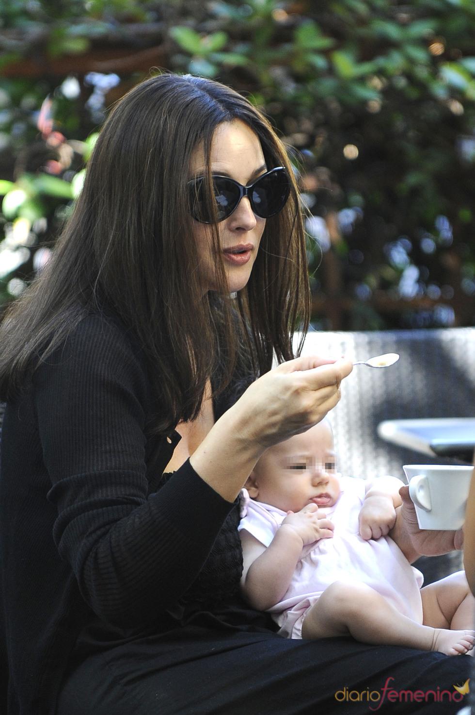Mónica Bellucci con su hija Léoine
