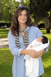 Nuria Roca con su hija Olivia
