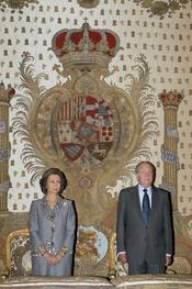 La Reina Sofía y el Rey Juan Carlos en el Palacio Real