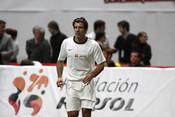 Luis Figo en el partido de fútbol benéfico