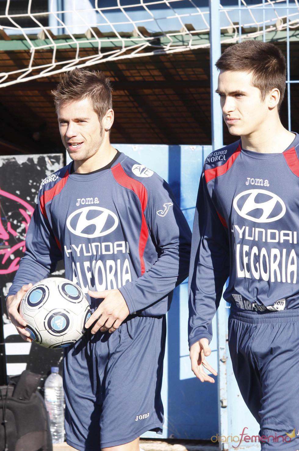 Álvaro Bautista y Ricardo Gomez en el partido contra la Fibrosis Quística