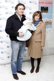 Ana Aznar y Alejandro Agag presentan a su cuarto hijo, Alonso
