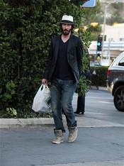 Keanu Reeves pasea por Los Ángeles su estilo informal
