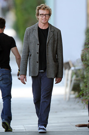 Simon Baker paseando por Los Ángeles