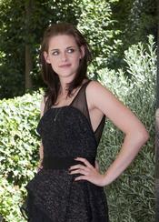 Kristen Stewart sale de fiesta sin Robert Pattinson