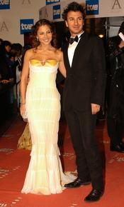 Elsa Pataky posa junto a Michael Youn