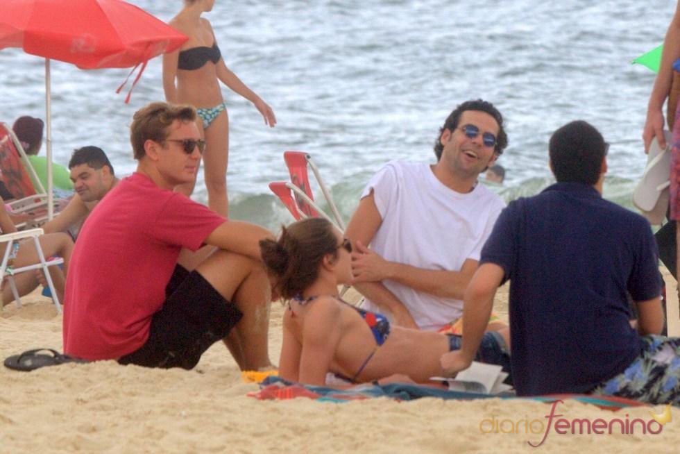 Andrea, Pierre y Carlota Casiraghi se tuestan al sol de Brasil