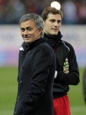 Mourinho e Iker Casillas en el partido 'Champions for Africa'