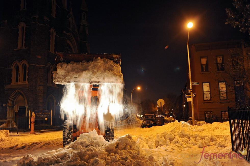 Nueva York se llena de máquinas quitanieves ante la fuerte nevada
