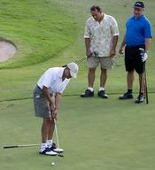 Barack Obama jugando al golf durante sus vacaciones en Hawai
