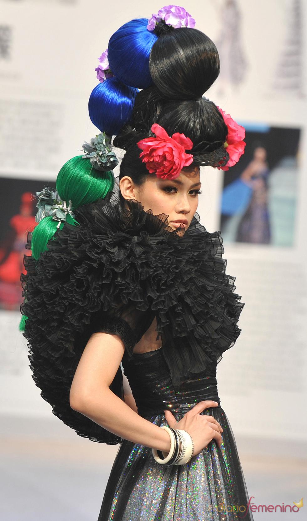 Flores y florituras en el desfile de moda de  la 'Taipei International Flora Expo'