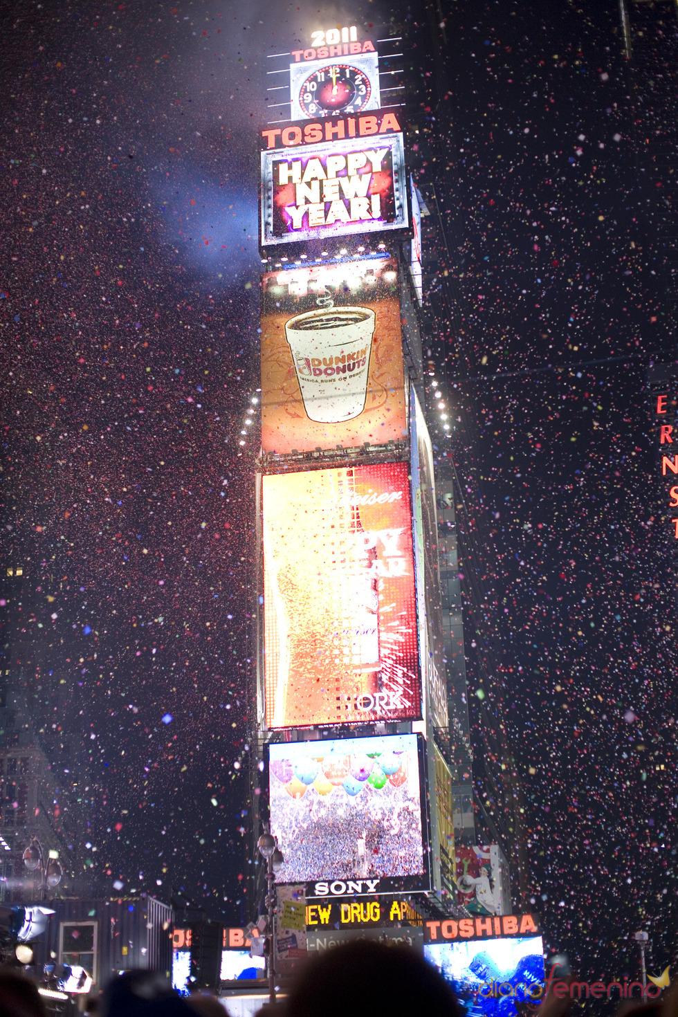 Espectacular lluvia de confeti en Nueva York para dar la bievenida a 2011