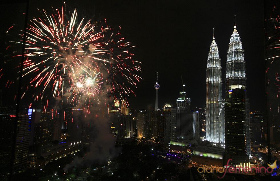 Fuegos artificiales en Kuala Lumpur en las celebraciones del año nuevo 2011