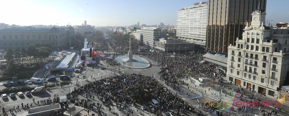 Multitudinaria manifestación católica en la plaza de Colón