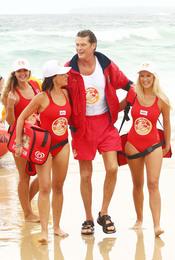 David Hasselhoff de nuevo con bañador rojo