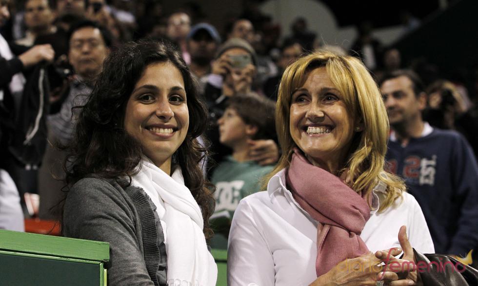 La novia de Rafa Nadal, Xisca Perelló, y su madre en Qatar