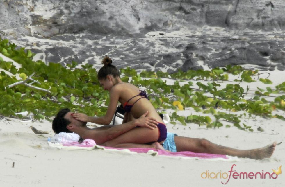 Olivia Palermo de vacaciones en las aguas azules del Caribe