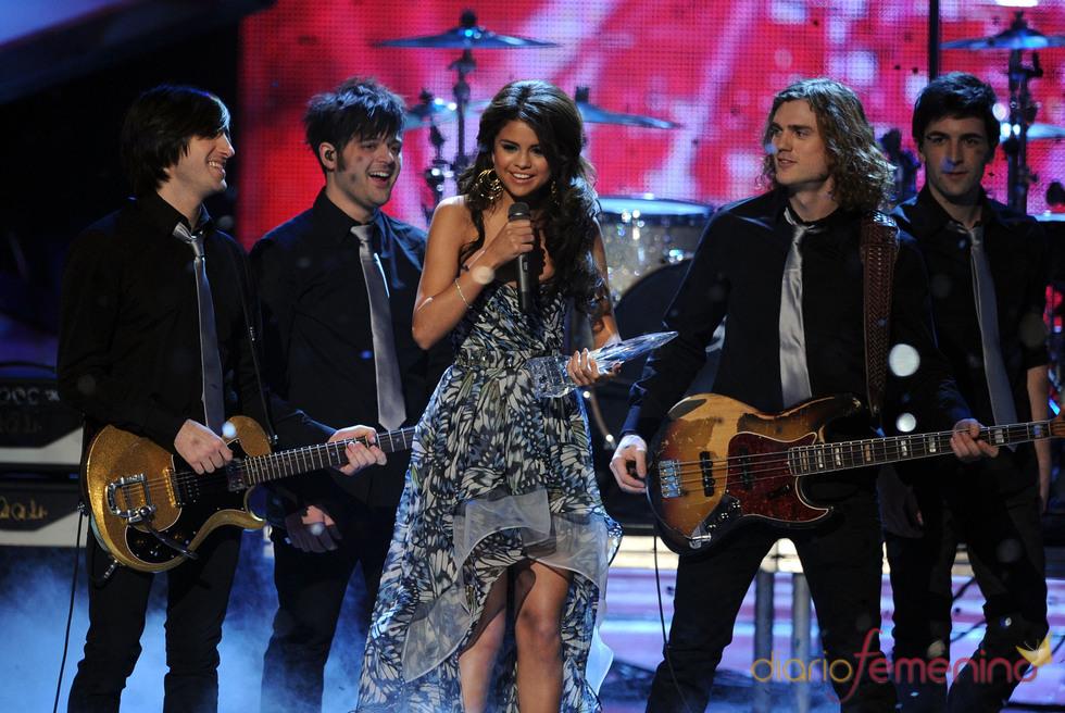 Selena Gomez interpretó el tema 'A year without rain'.