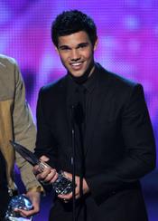 Taylor Lautner en el People's Choice Awards 2011