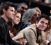 Robert Pattinson, Kristen Stewart y Taylor Lautner en el People's Choice Awards 2011