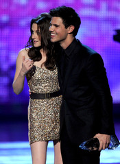 Kristen Stewart y Taylor Lautner en el People's Choice Awards 2011