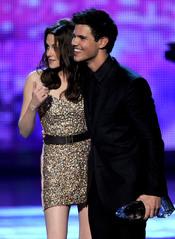 Kristen Stewart y Taylor Lautner en el People's Choice Awards 2011